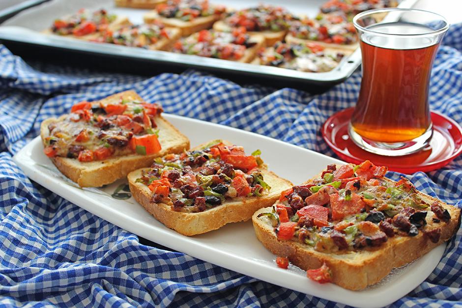 Pizza Tadında Kahvaltılık Dilimler Tarifi