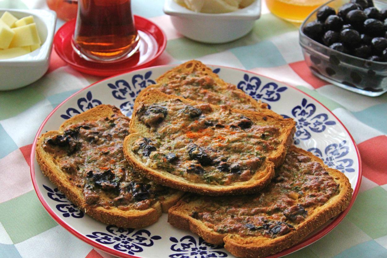 Fırında Zeytinli Kızarmış Ekmek Tarifi