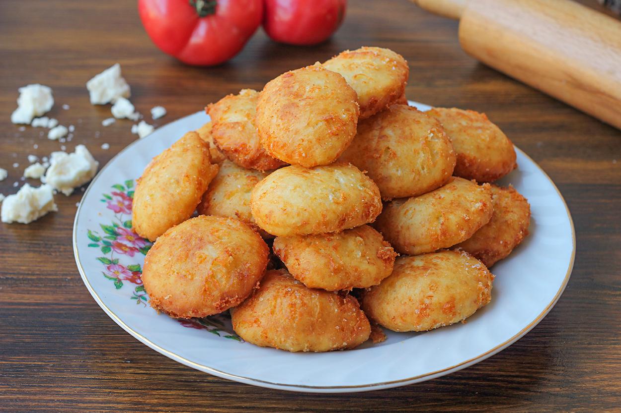 mayasiz-peynirli-pisi-sunum-1