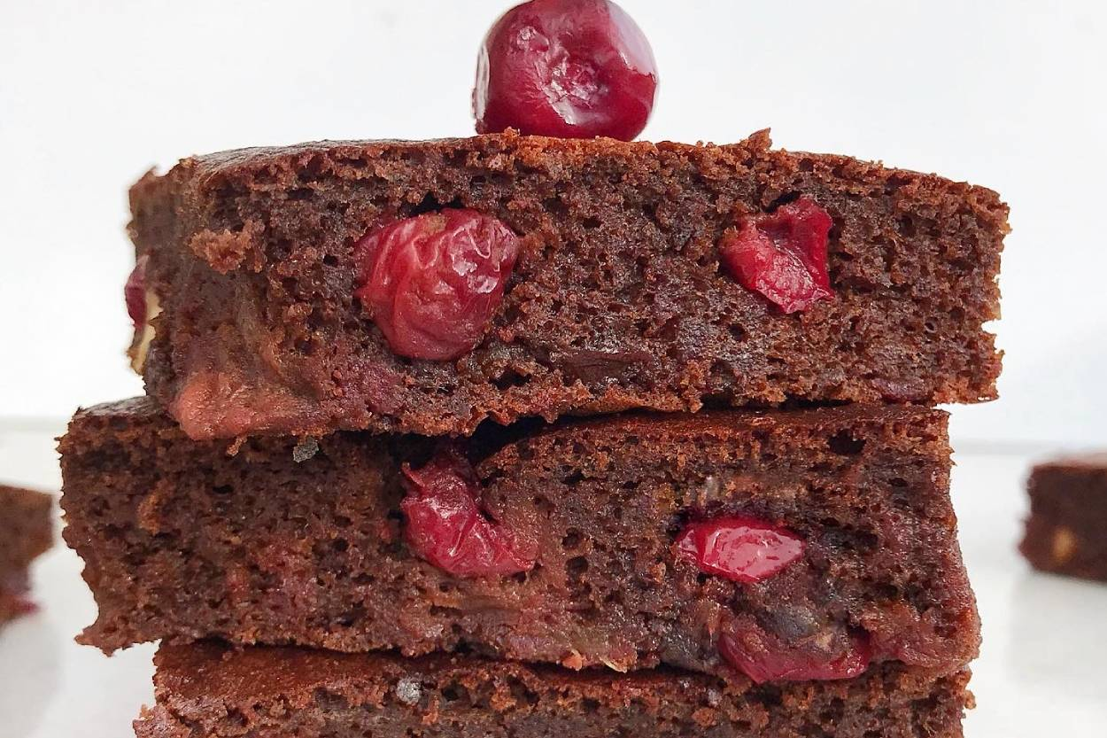 Şekersiz Vişneli Brownie Tarifi