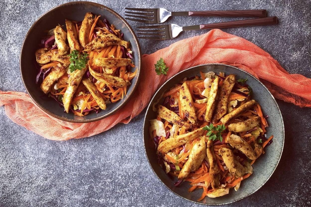 Tavuklu Mevsim Salatası Tarifi
