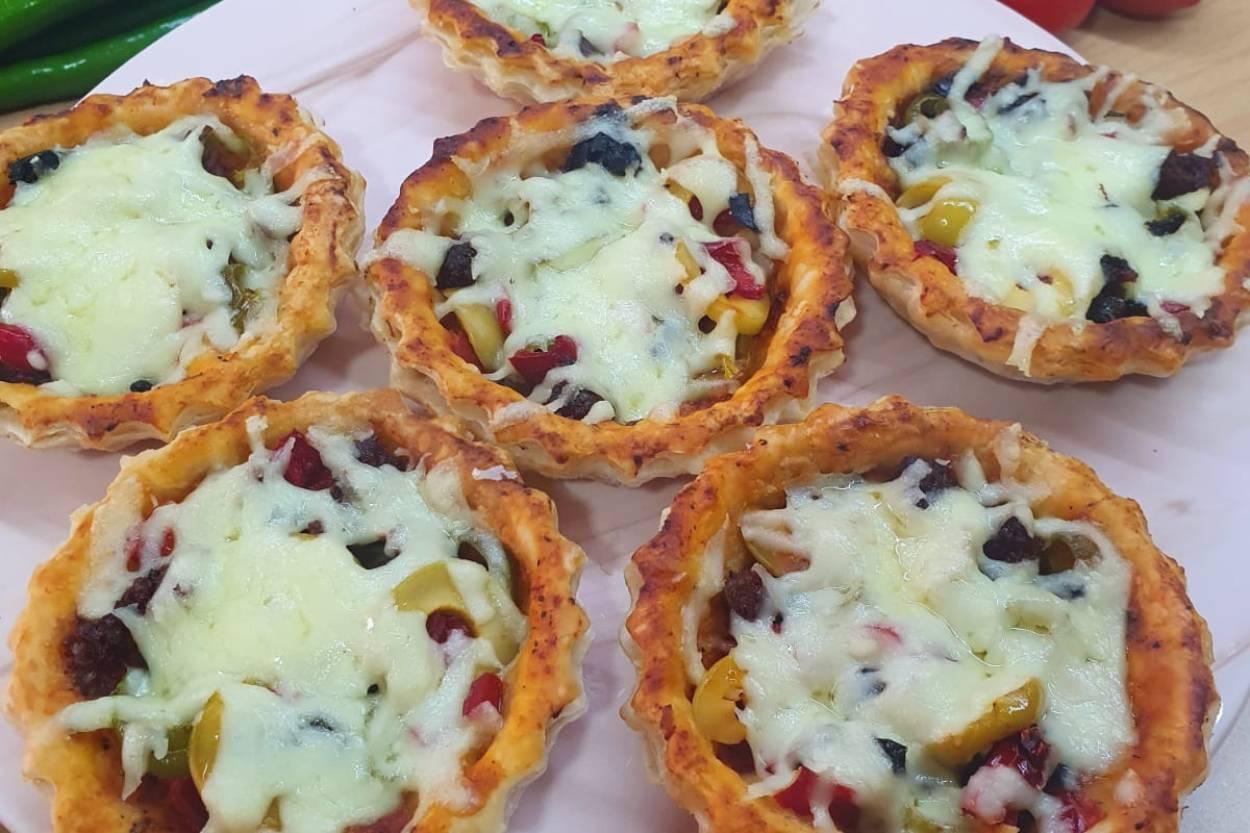 Kahvaltılık Milföyden Tart Pizza Tarifi