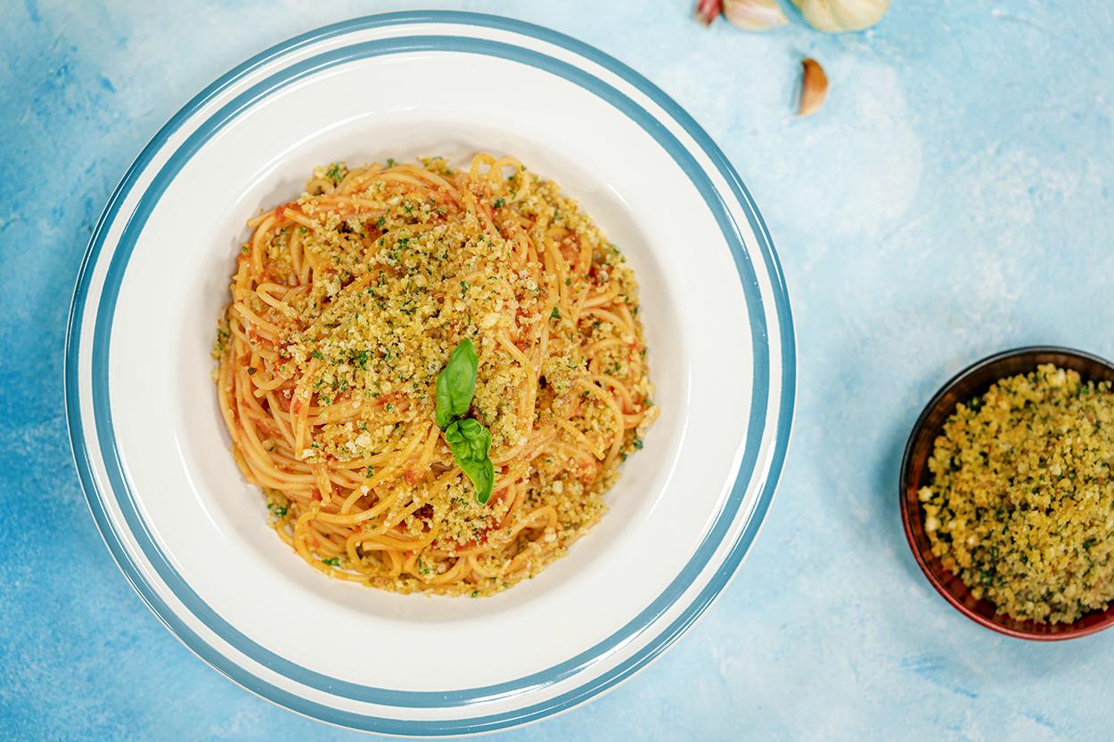 Köz Biberli ve Kuru Domatesli Spagetti Tarifi