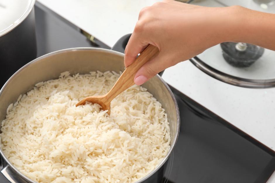 pilav-yaparken-pirinc-islatilmali-mi2
