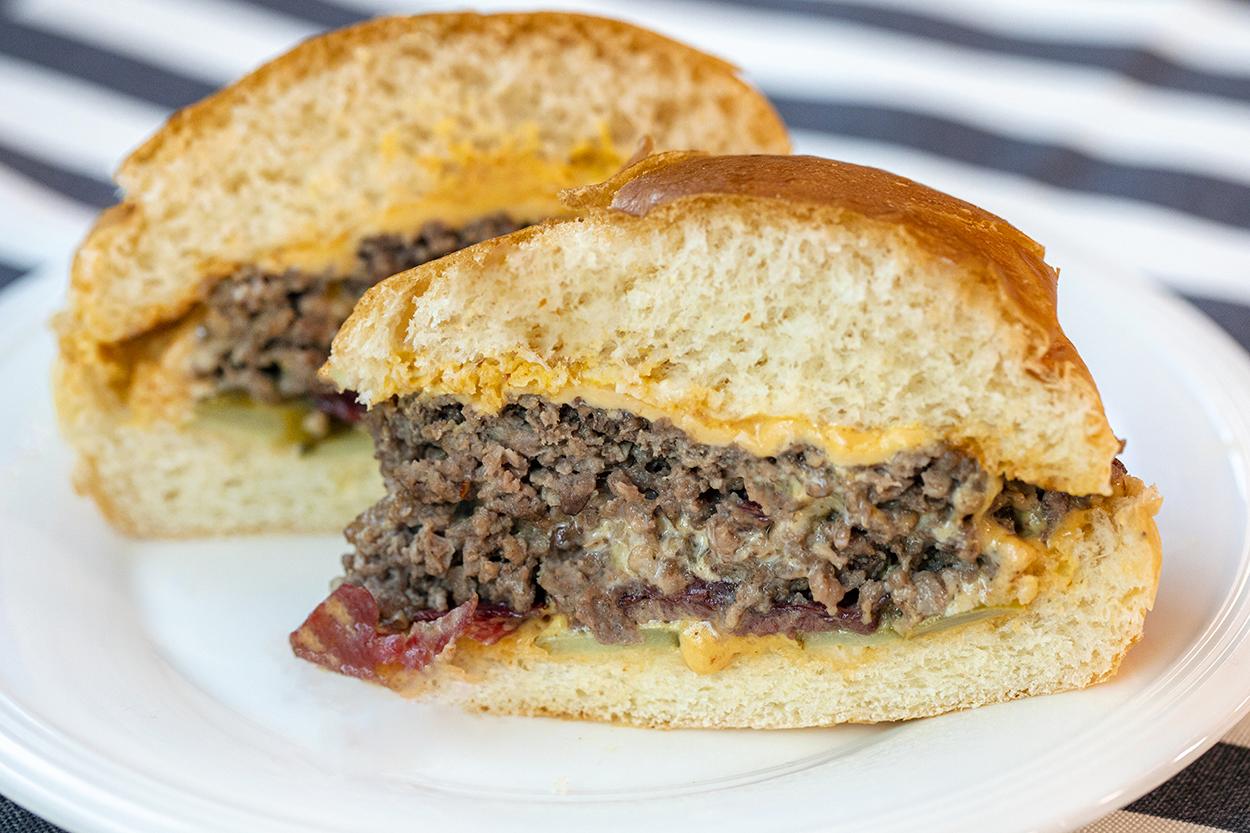 Füme Etli Cheeseburger Tarifi