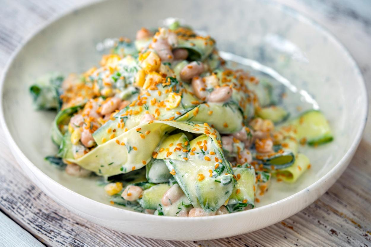 Yoğurt Soslu Çiğ Kabak Salatası Tarifi